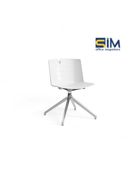 Chaise design Mork avec pied pyramidal.
